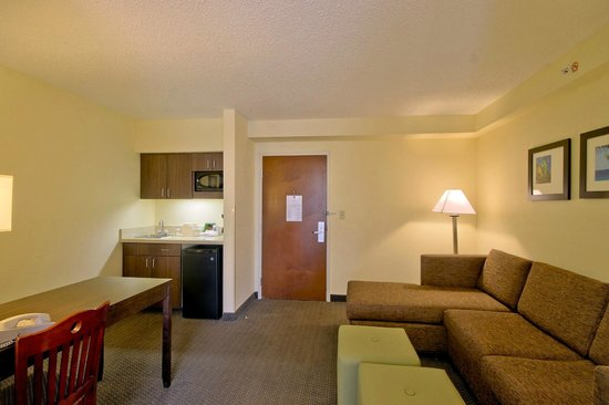 Comfort Suites Weston  - Sawgrass Mills South : Living Area with Kitchenette
