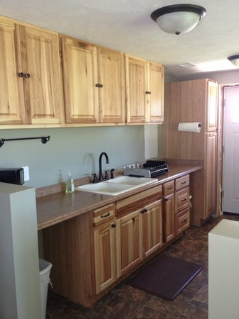Leach Lake Cabins & Resort: Lakehouse Kitchen