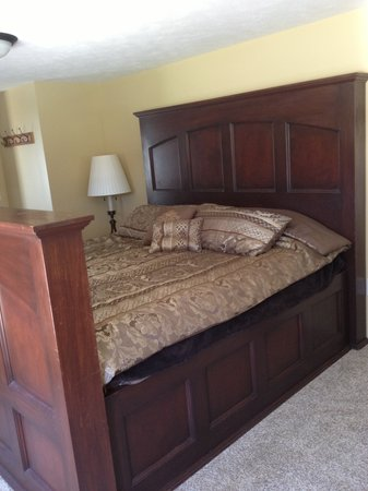 Leach Lake Cabins & Resort: Lakehouse Bedroom #1