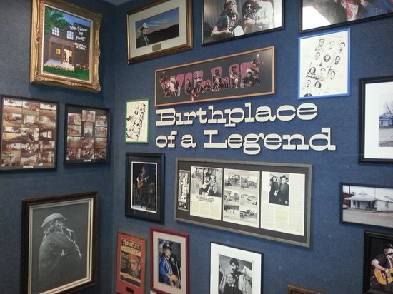 Willie Nelson and Friends Museum and General Store : willie nelson exhibit
