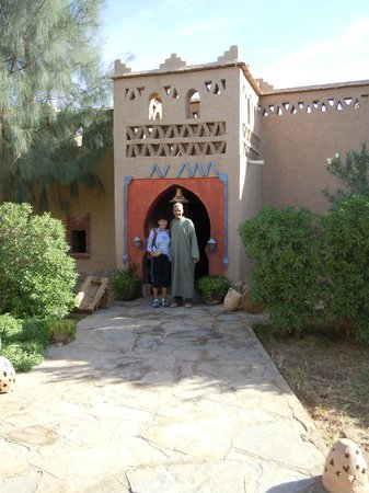 Auberge Camping Sahara : entrance, owner