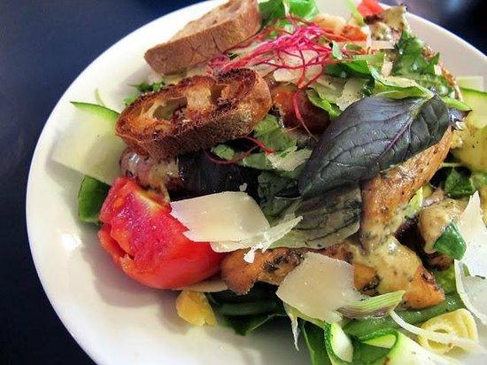 La Rose des vents Snack : salade césar. photo Emma Louise Layla