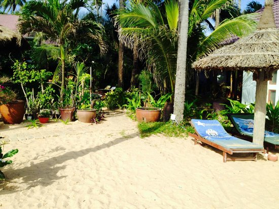 Mui Ne Resort by The SinhTourist: beach