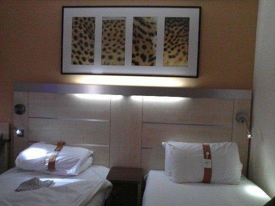 Holiday Inn Express Swindon City Centre: sleeping area
