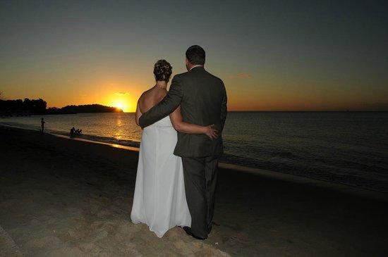 Villa Beach Cottages: Sunset Wedding