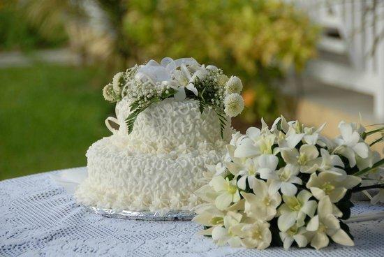 Villa Beach Cottages: Wedding Cake