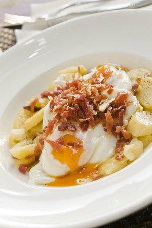 Carmela Restaurante: Scrambled eggs with ham