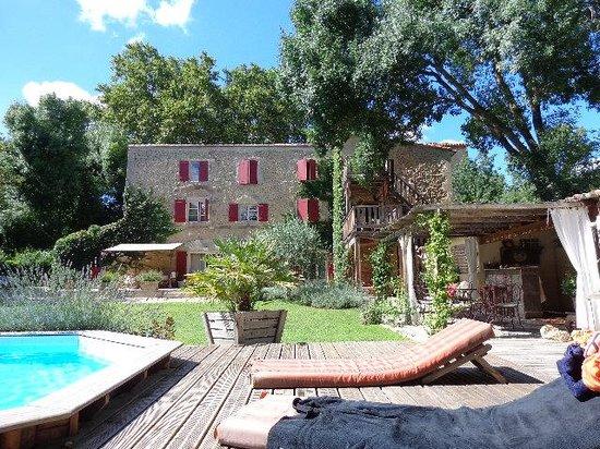 Le Moulin de Picaud: jardin et moulin