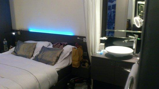 Park Hotel Amsterdam: bedroom/bathroom