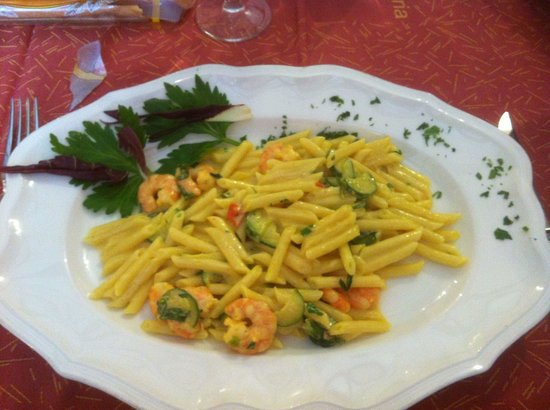 Al Bucaniere: Pennette gamberi e zucchine