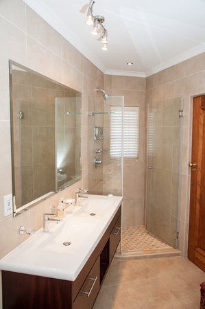 Blaauwheim Guest House: En suite full bathrooms