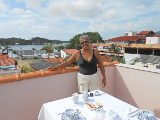 Hotel Boutique Quinta das Videiras: Terraço amplo com vista parcial da lagoa.