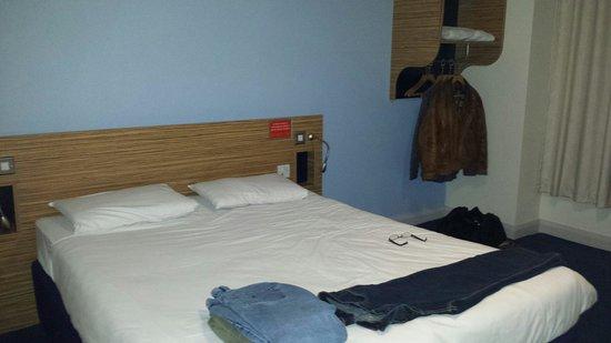 Travelodge Scarborough St Nicholas Hotel: Good sized spotless room