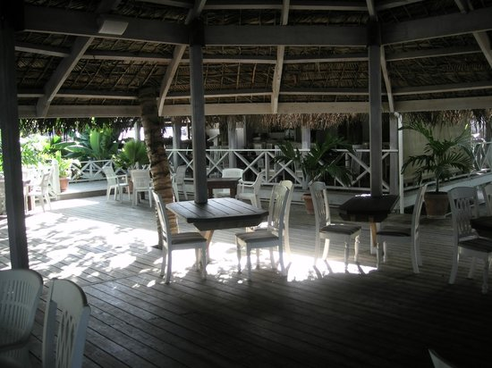 Coconut Beach Club: Seating in bar area