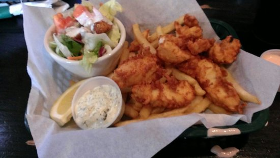 Sully's Pub and Grill : Halibut and chips basket.