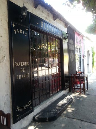 le bistrot : Front entrance - closed during the day