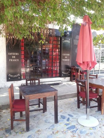 le bistrot : Outdoor seating available