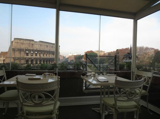 Palazzo Manfredi - Relais & Chateaux: Restaurant at breakfast