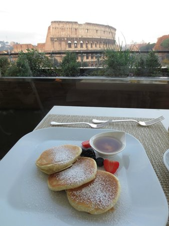 Palazzo Manfredi - Relais & Chateaux : Restaurant at breakfast