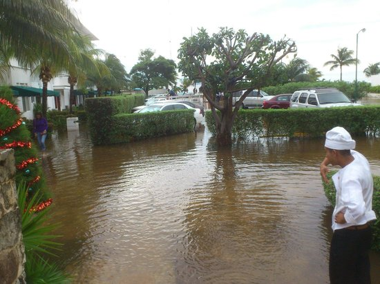 Hotel Dos Playas Beach House : Y sigue inundado.