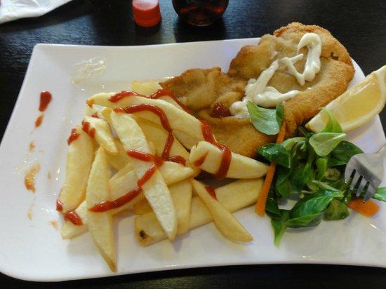 Schnitzel and fries photo de berlin xxl berlin for Cuisine xxl allemagne