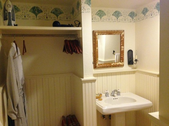 Blacksmith Inn On the Shore: Bathroom