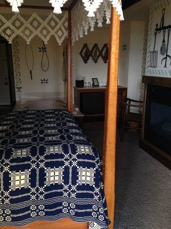 Blacksmith Inn On the Shore: Bedroom, View from the Balcony