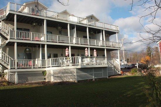 Blacksmith Inn On the Shore: Lakeside of BlackSmith Inn