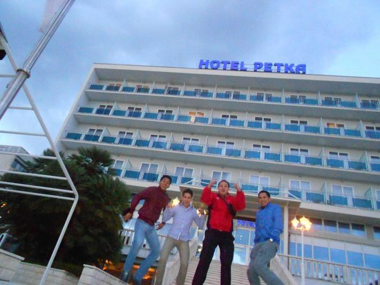 A Jump Shot for Hotel Petka