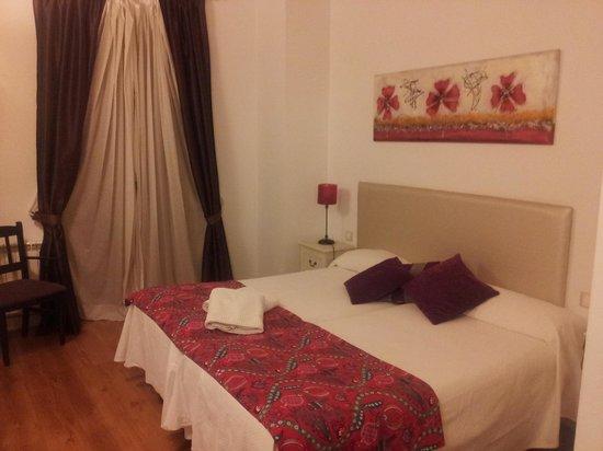 Castellar Singular Apartments: Dos camas en la planta baja