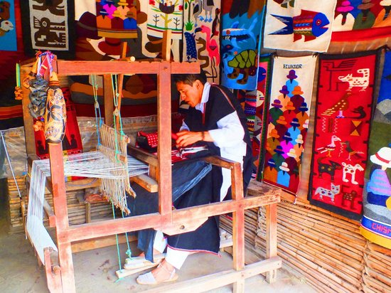 Intinan Museum : Weaver in action