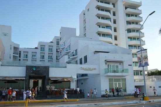 كورال أيلاند هوتل آند سبا: Fachada del hotel
