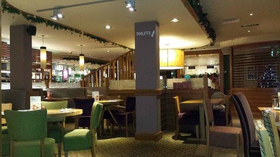 Premier Inn Burgess Hill Hotel: The restaurant