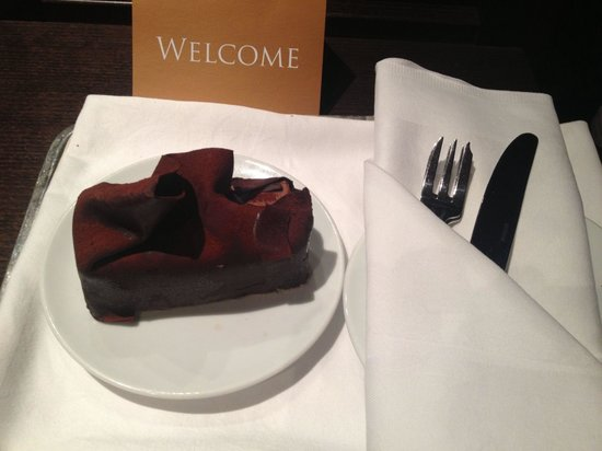 Grand Hotel Amrath Amsterdam: Free cake from staff to celebrate anniversary!!