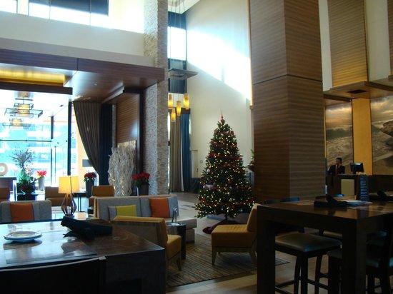 San Diego Marriott La Jolla: Lobby from the bar