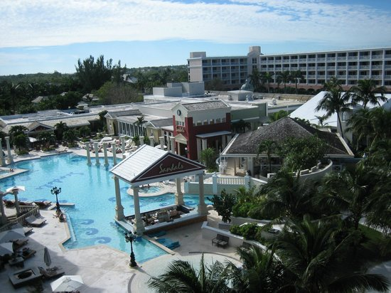 Sandals Royal Bahamian Spa Resort & Offshore Island: pool view from balcony