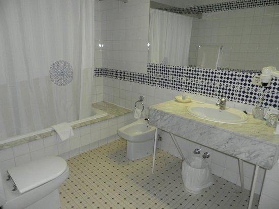 Hotel Mayoral: Baño