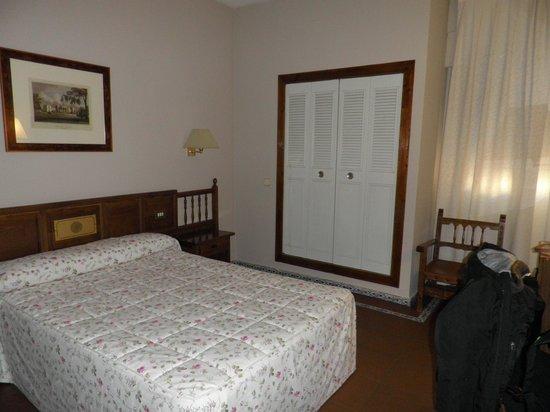 Hotel Mayoral: Habitación