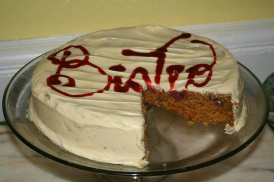 Bay Street Bistro: We offer custom made cakes, pies and muffins upon request.