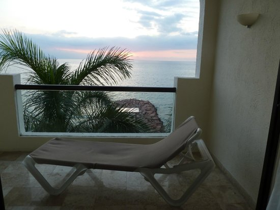 Plaza Pelicanos Grand Beach Resort: The view from our room!