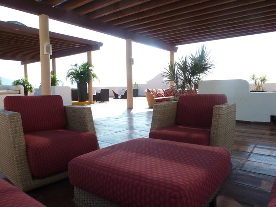 Plaza Pelicanos Grand Beach Resort: The roof-top bar.