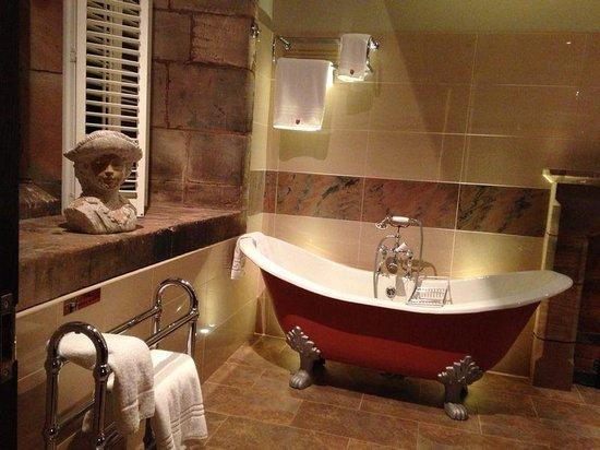 Peckforton Castle : Beeston bathroom suite