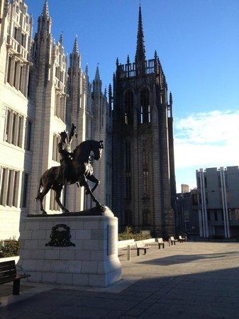 Jurys Inn: King Robert the Bruce statue @ Marischal College
