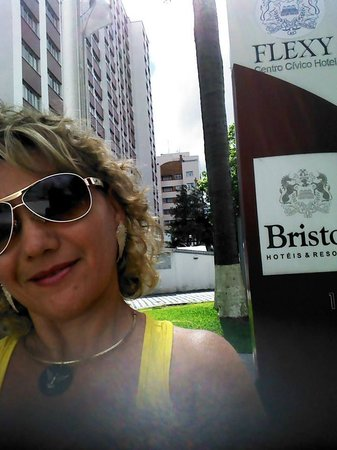 Bristol Centro Civico Hotel: ENFRENTE