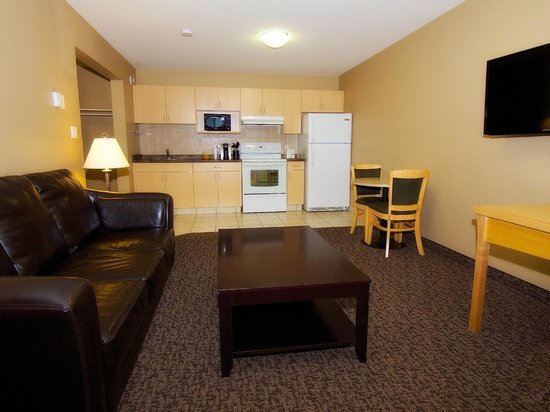 BCMInns, Rusty's Fort McMurray Hotel: Suite