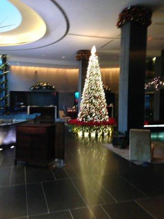 Parkyard Hotel Shanghai : Lobby as showing Service Desk