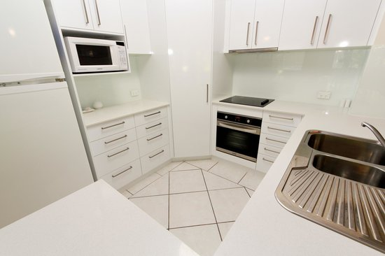 Sanctuary Lake Apartments: Fully Equipped Kitchen