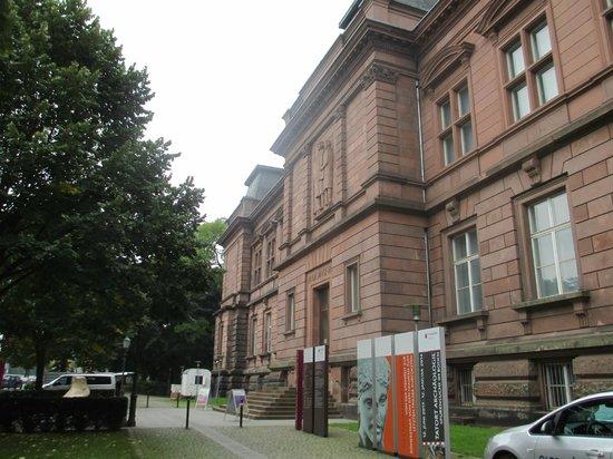 Rheinisches Landesmuseum: Museum von außen