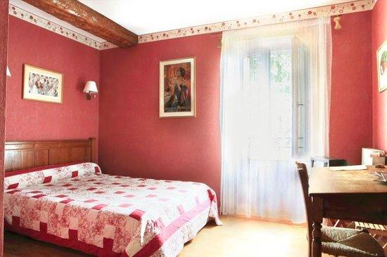Domaine De Brousson: bedroom