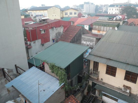 Tu Linh Palace Hotel : View from the 5th floor room window